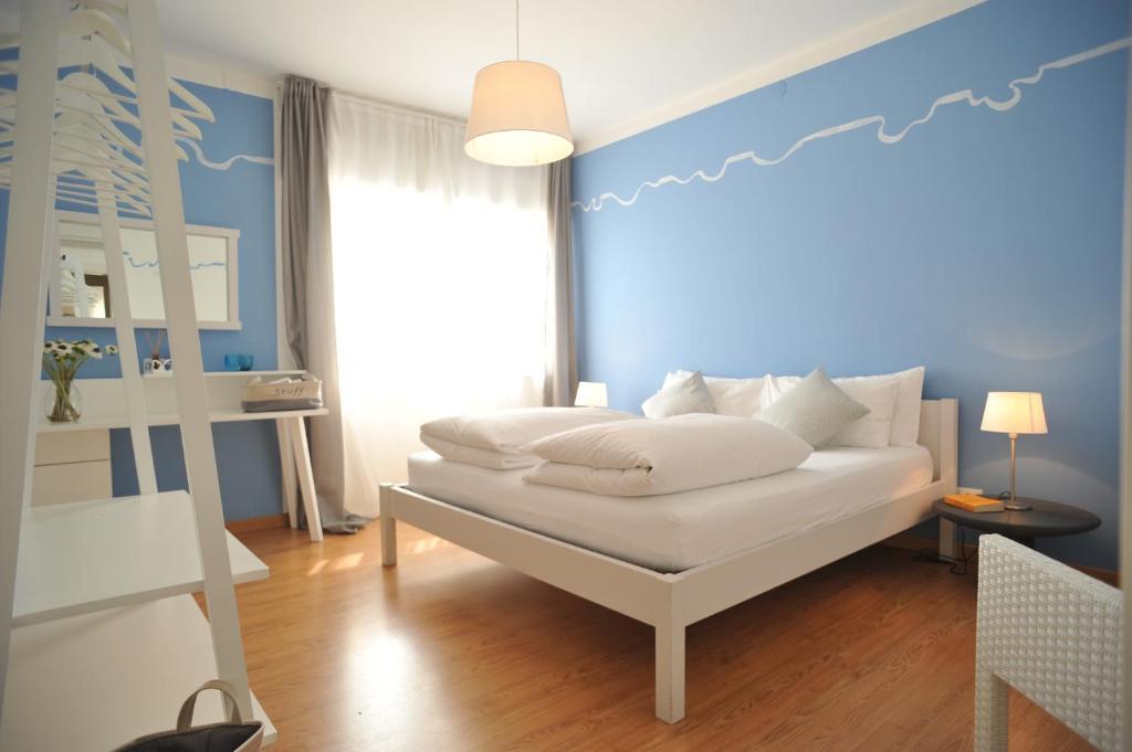 Кровать или кровати в номере Stop & Sleep Udine