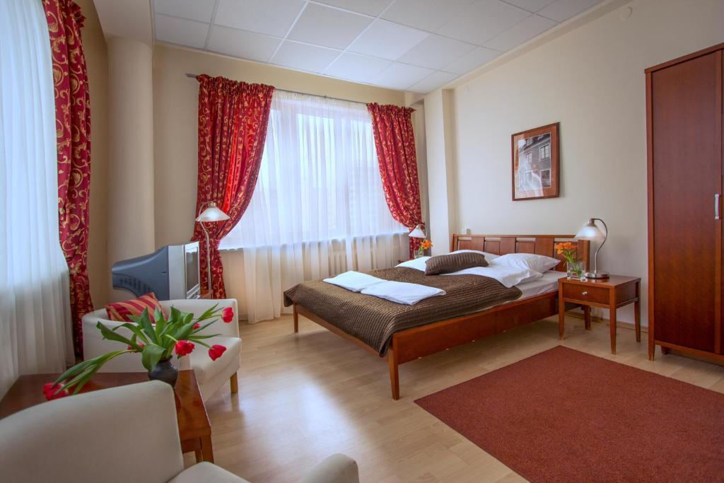 Кровать или кровати в номере SCSK Żurawia