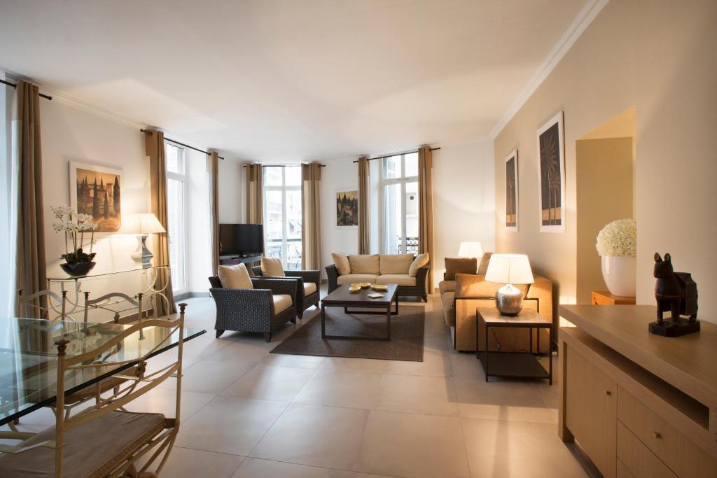 Coin salon dans l'établissement Cannes Croisette Prestige Apart'hotel