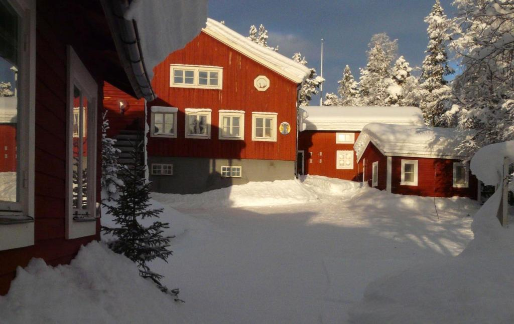 STF Kvikkjokk Fjällstation during the winter