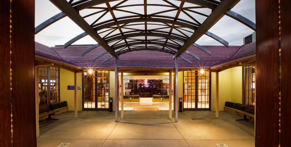 sylvania hotel melbourne campbellfield australia booking com