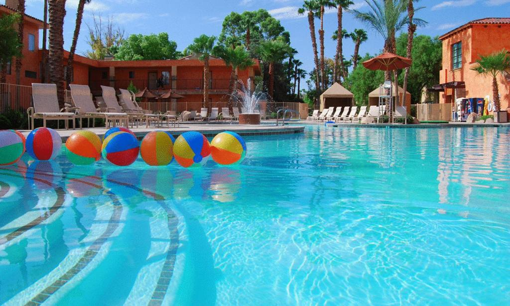 The Pool At Alexis Park Resort Vegas Com