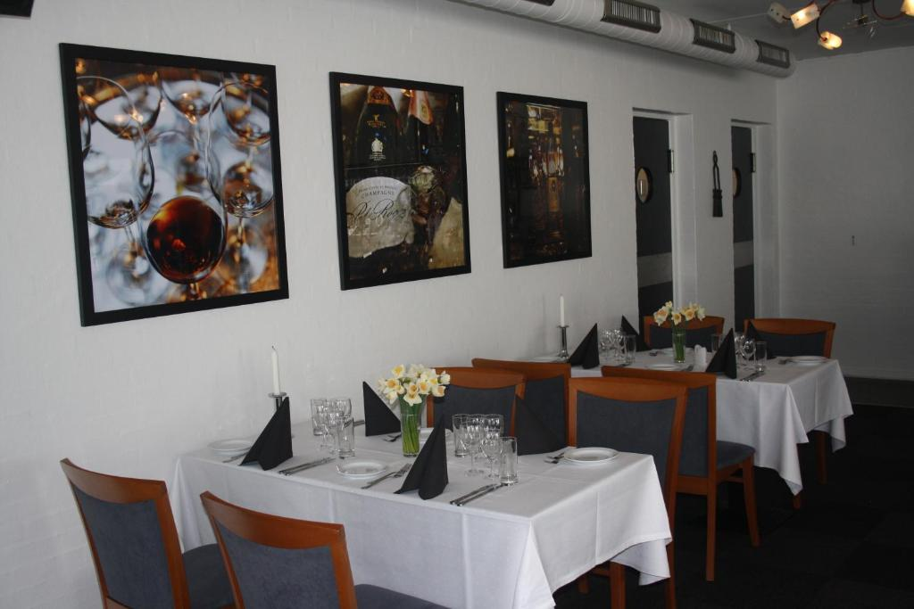 A restaurant or other place to eat at Hotel Bredehus