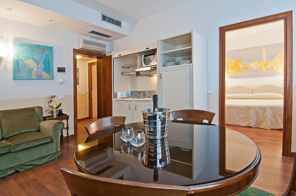 Fenice Apartments in Venice - Not Just a Stay, Venezia – Prezzi ...