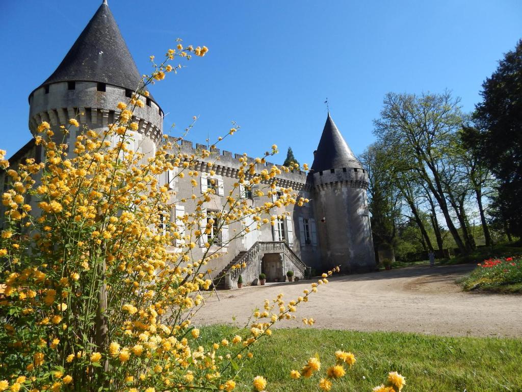 Bed and breakfast chateau de borie saulnier champagnac de for Chateau beds