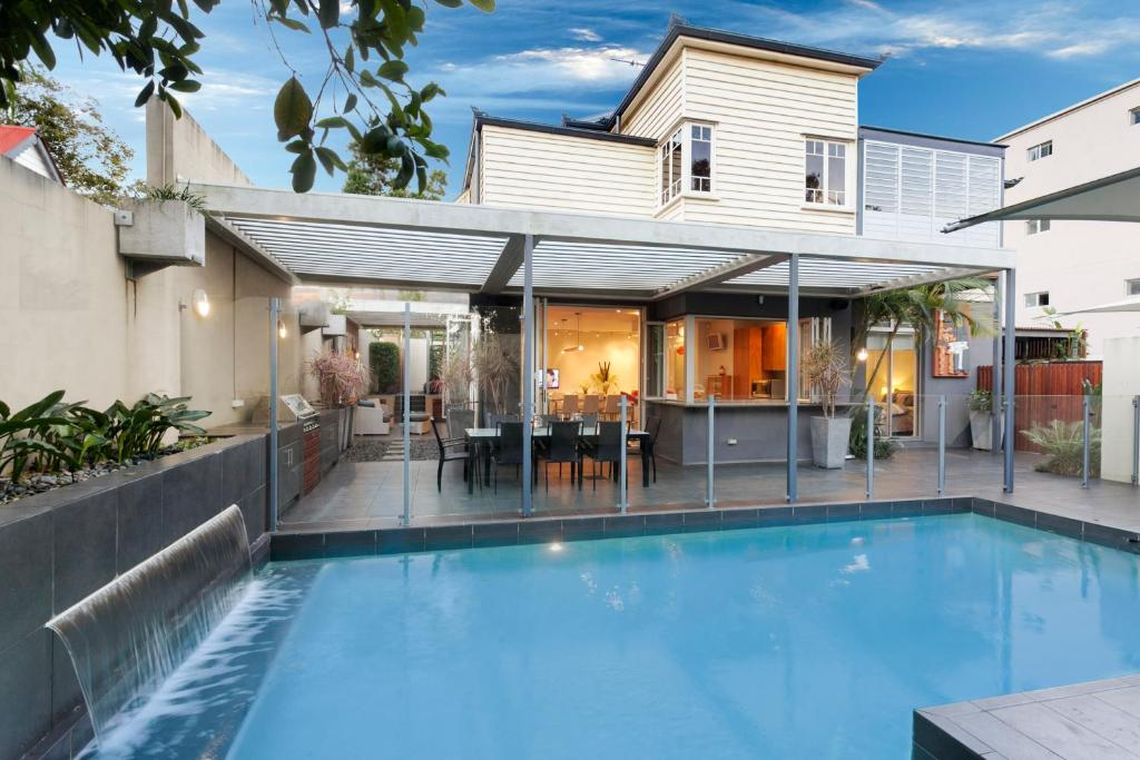 vacation home lambert house brisbane australia. Black Bedroom Furniture Sets. Home Design Ideas