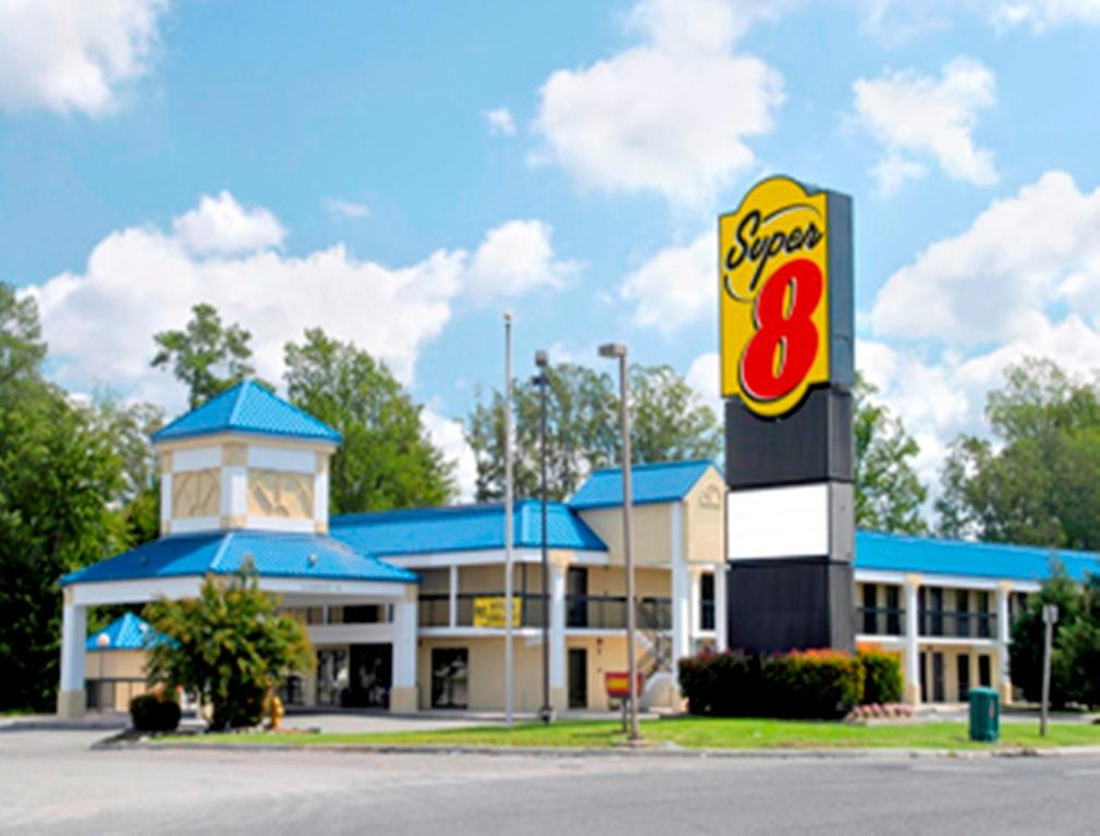 Motel Super 8 by Wyndham Ruther Glen Kings Dominion Area, VA ...