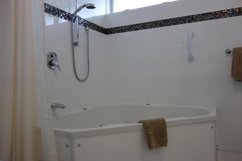 Parakai Springs Lodge