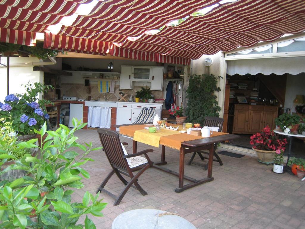 Restaurant ou autre lieu de restauration dans l'établissement Petite Suite Douillette