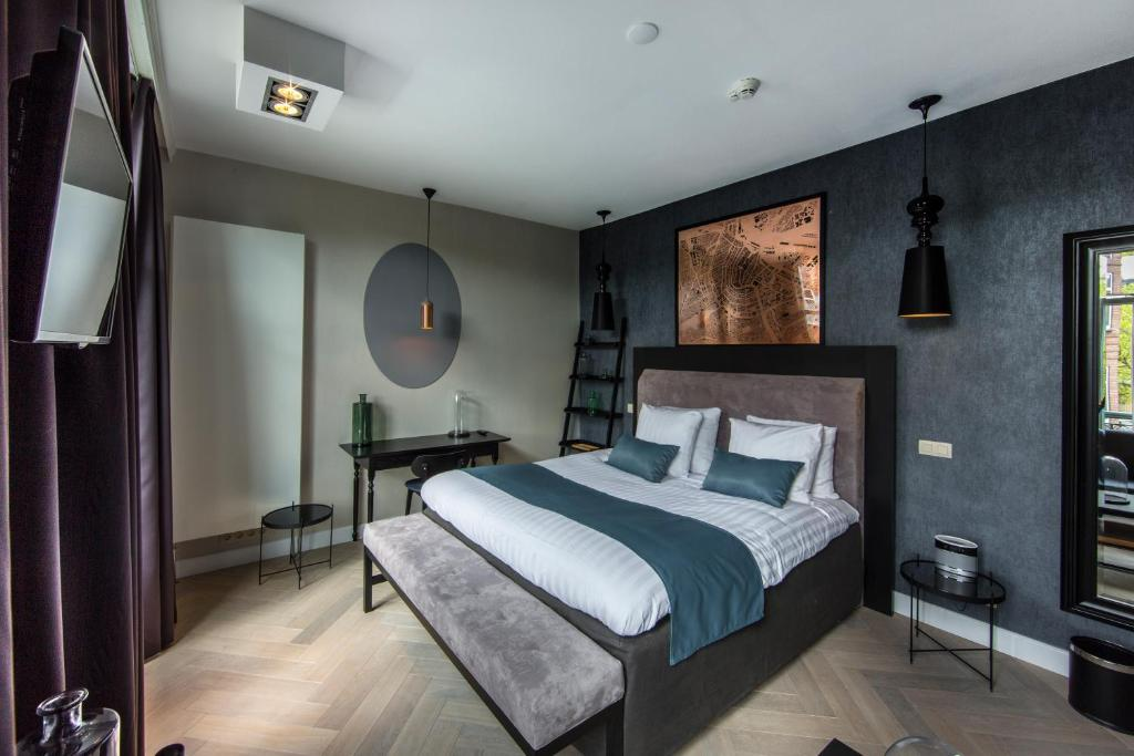 A bed or beds in a room at No. 377 House