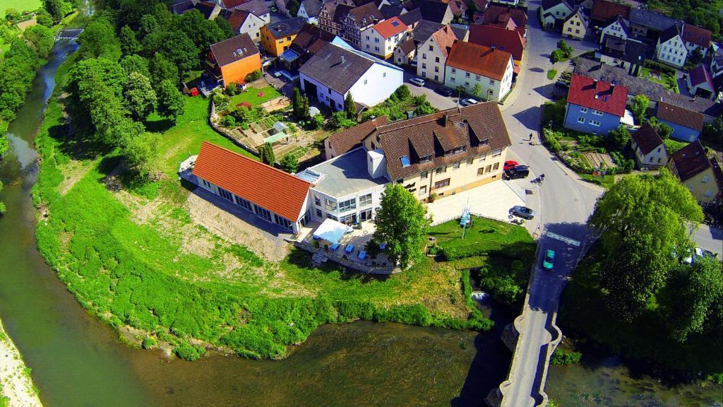 Ett flygfoto av Landgasthof zum Hirschen