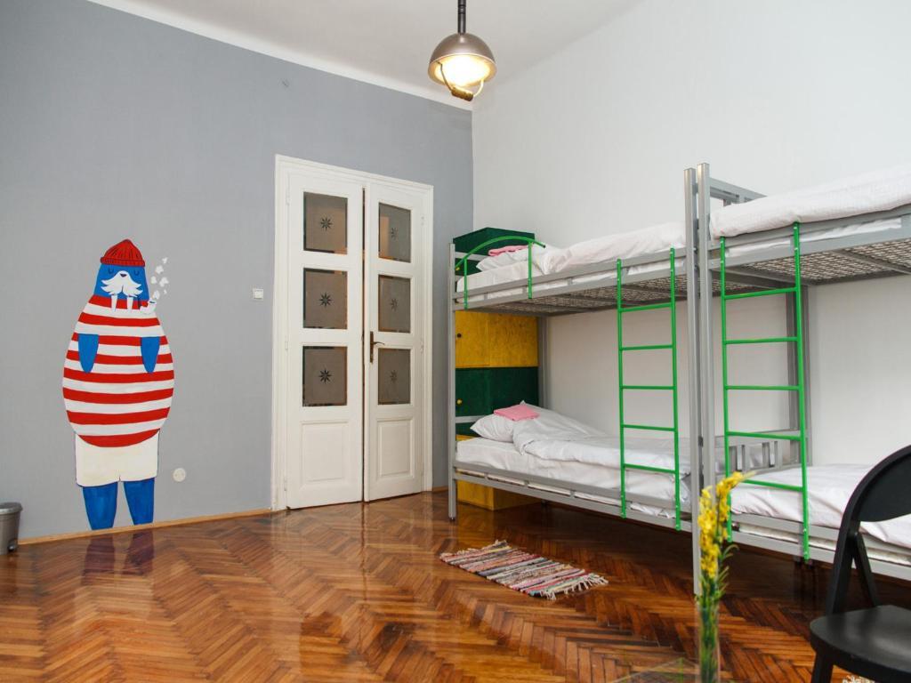 Hostel Yolostel