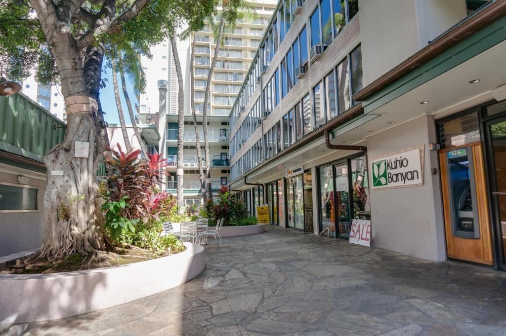 Kuhio Banyan Hotel (with Kitchenett, Honolulu, HI - Booking.com