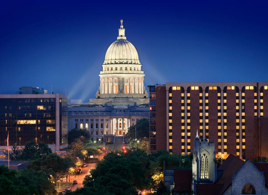 Reflecting Madisons Changing Capitol >> Hotel The Madison Concourse Wi Booking Com