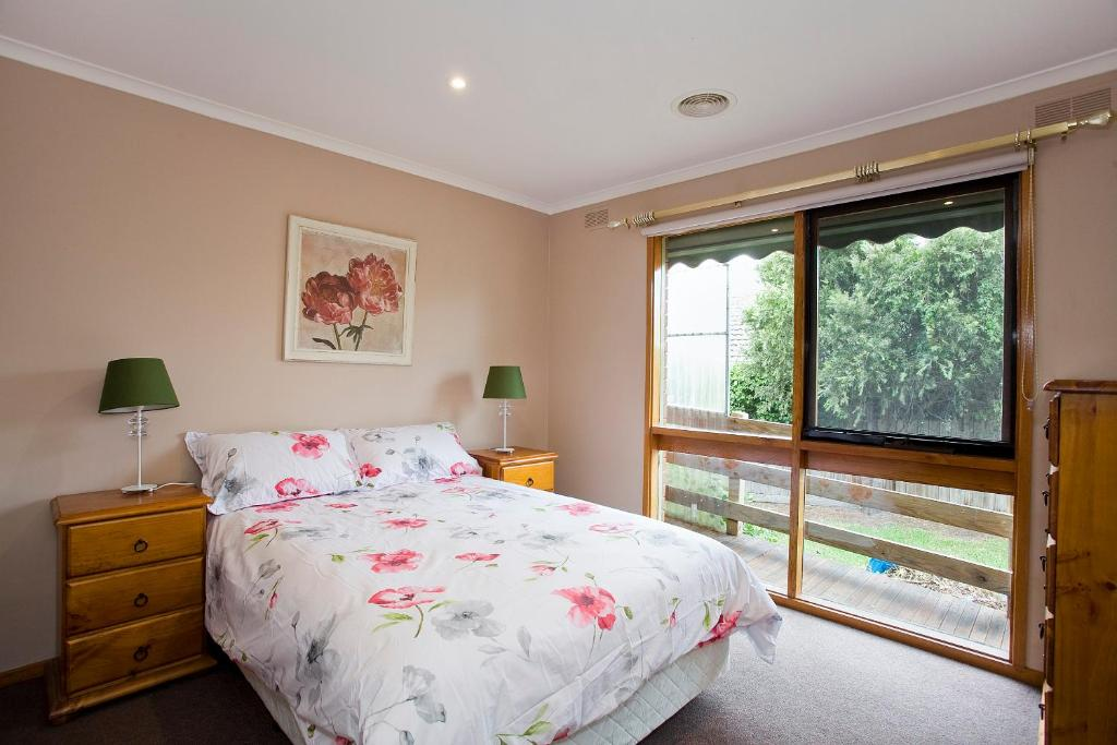 Geelong Holiday Home Australia Bookingcom - Bedroom furniture geelong