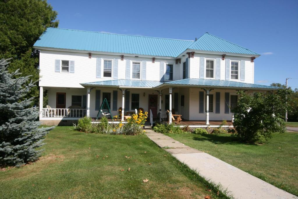 Spruce Lodge Bed And Breakfast Lake Placid Ny