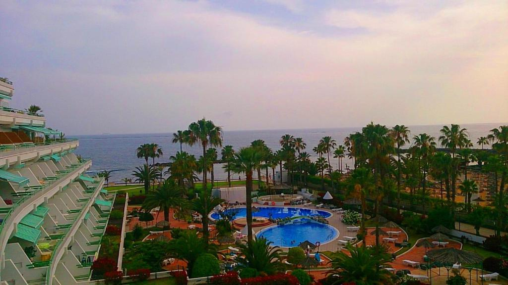 A view of the pool at El Beril and Altamira apartments or nearby