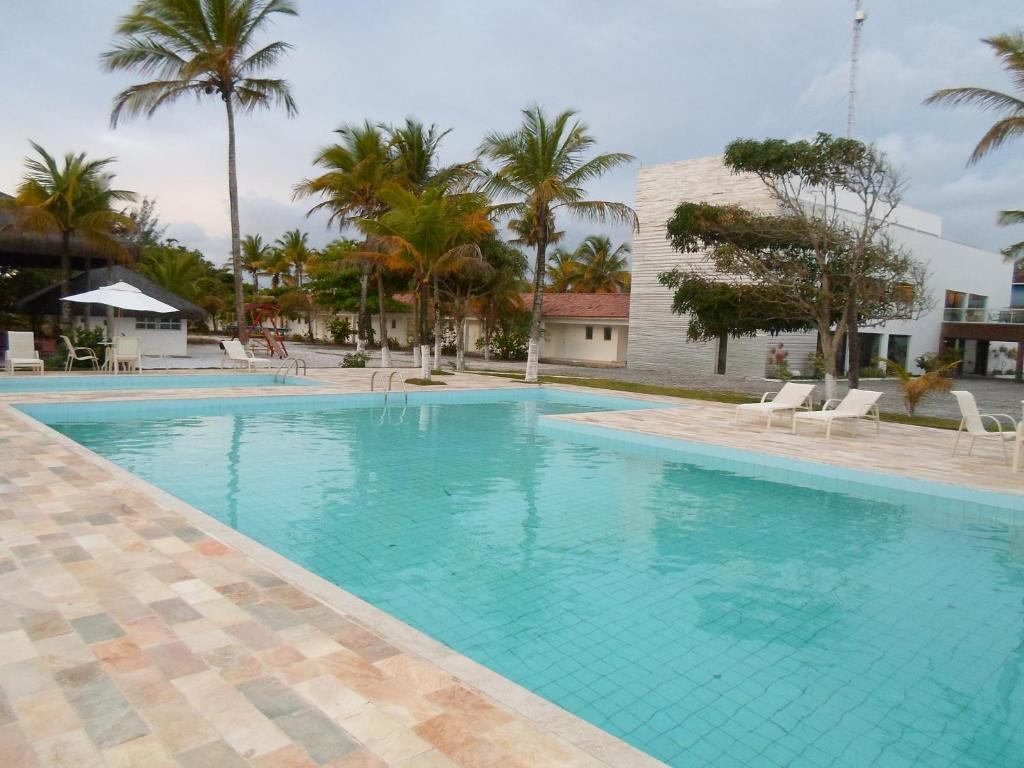 The swimming pool at or near Hotel Abrolhos