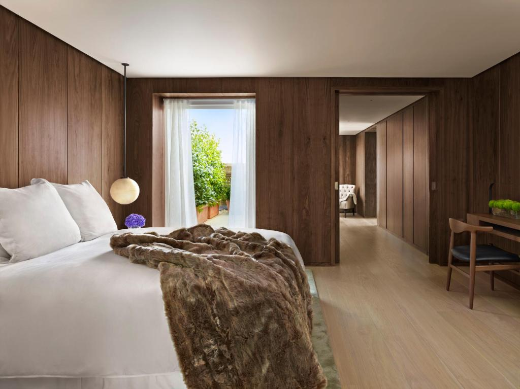 Rooms: The London EDITION, London