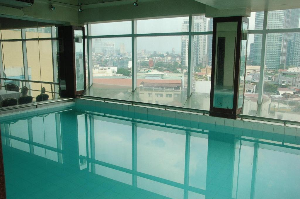 Cheap Hotel In Makati With Swimming Pool