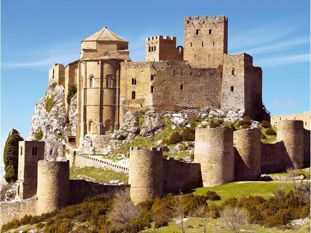 gran imagen de Apartamentos Turísticos Mallos de Huesca
