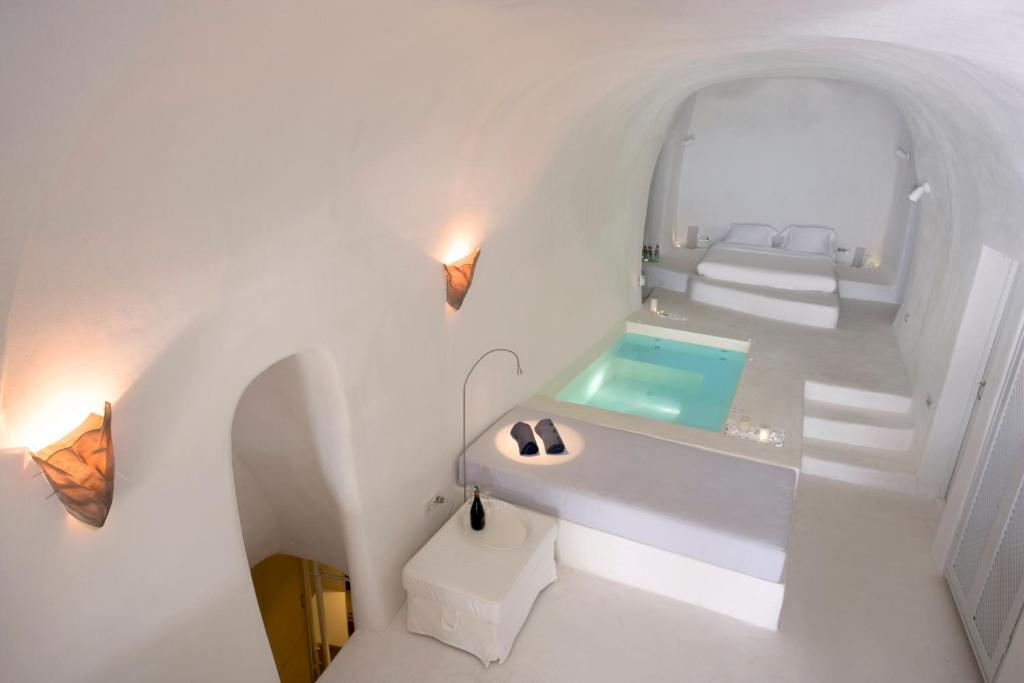 A bathroom at Lydia Cavehouse