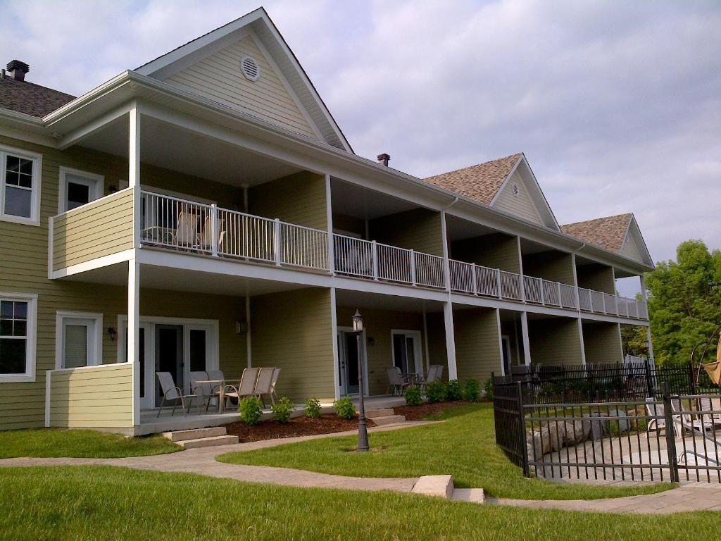 Apartments In West Brome Quebec