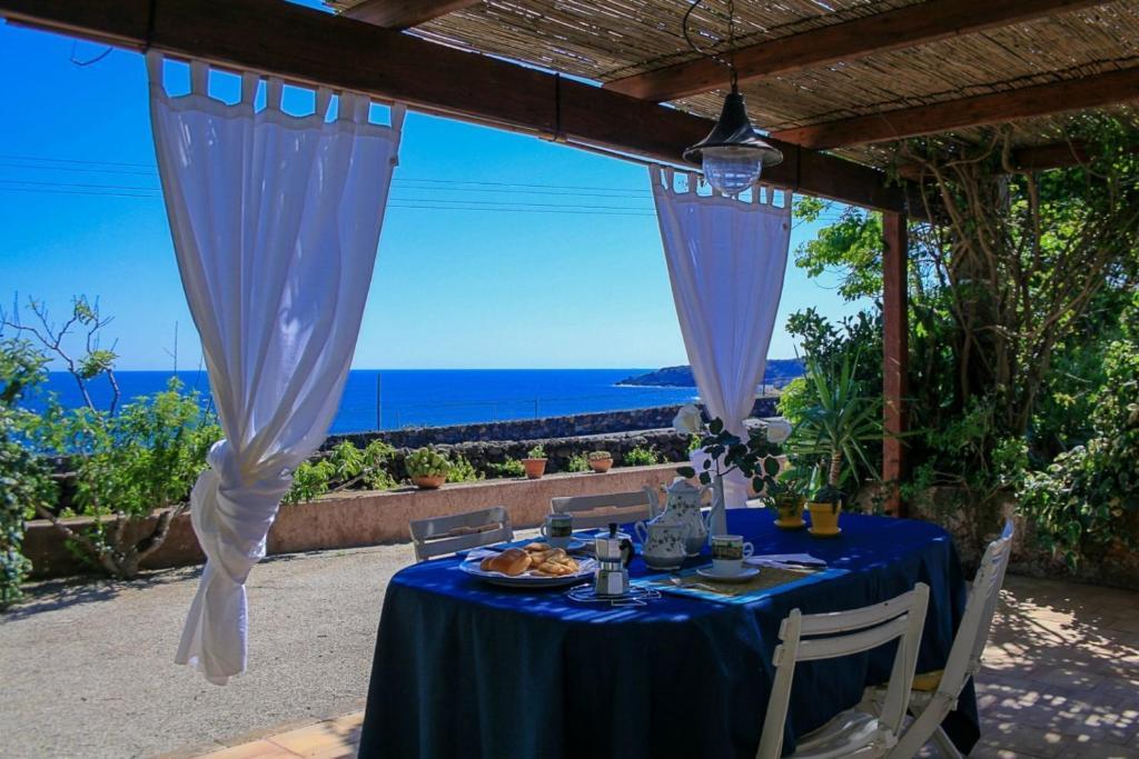 Apartment La Terrazza sul Mare, Pantelleria, Italy - Booking.com