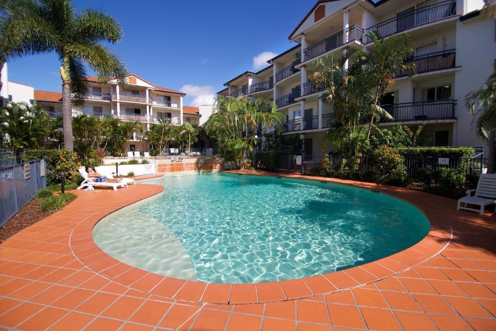 Blue water bay villas gold coast australia - Griffith university gold coast swimming pool ...