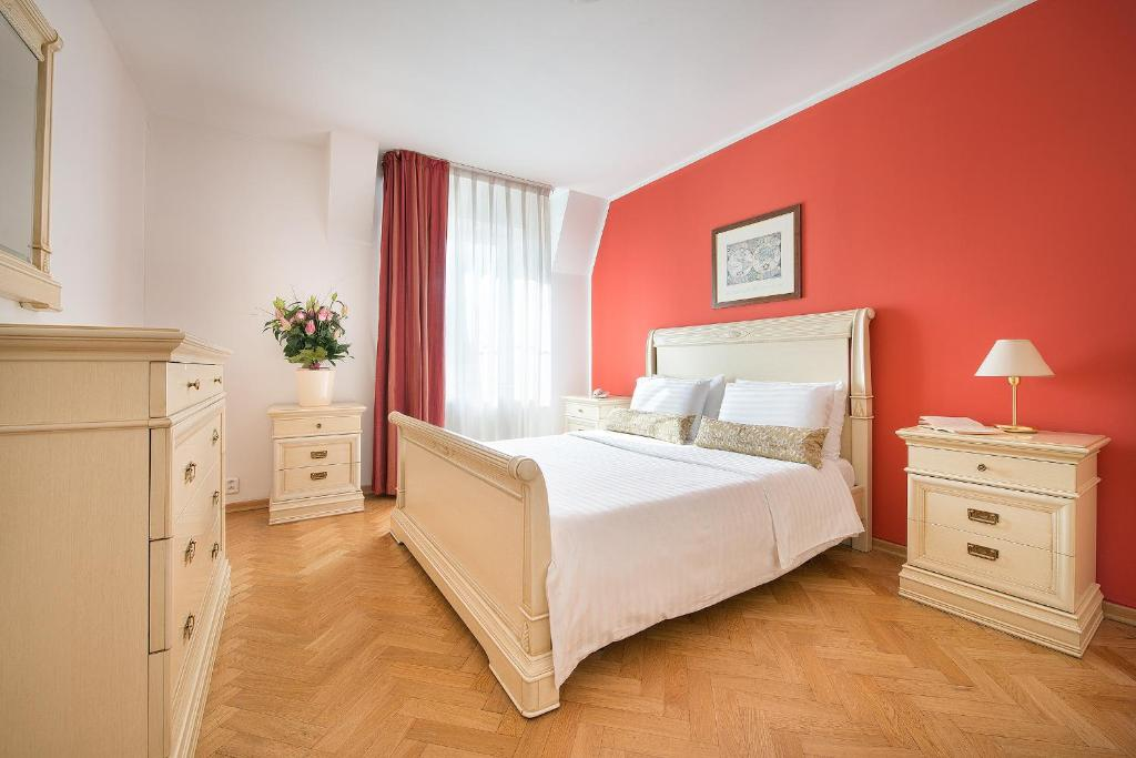 A bed or beds in a room at Hotel Suite Home Prague