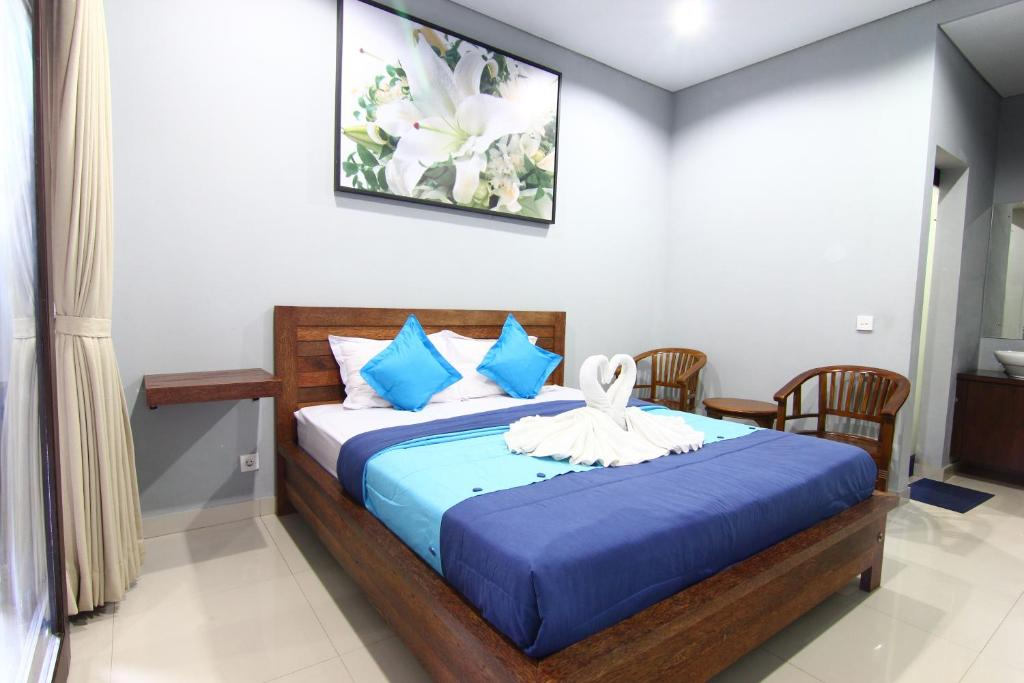 A bed or beds in a room at Radha Home Stay