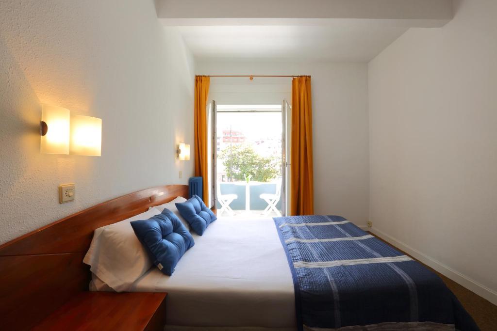 Een bed of bedden in een kamer bij Hotel Record