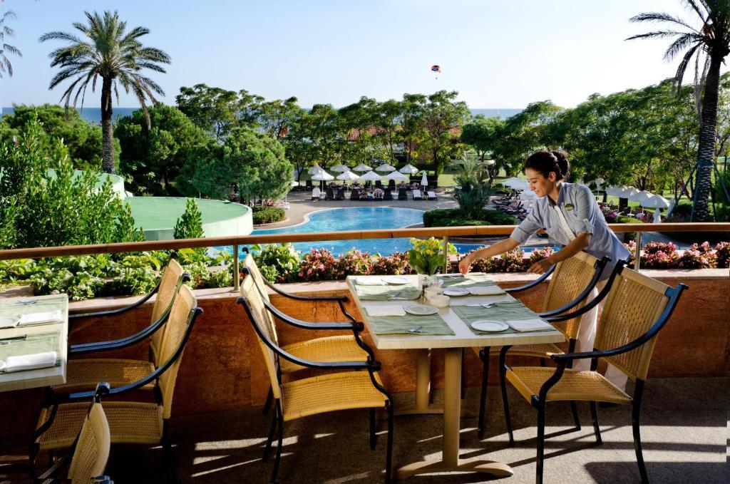 Насладитесь великолепным сервисом в Gloria Verde Resort