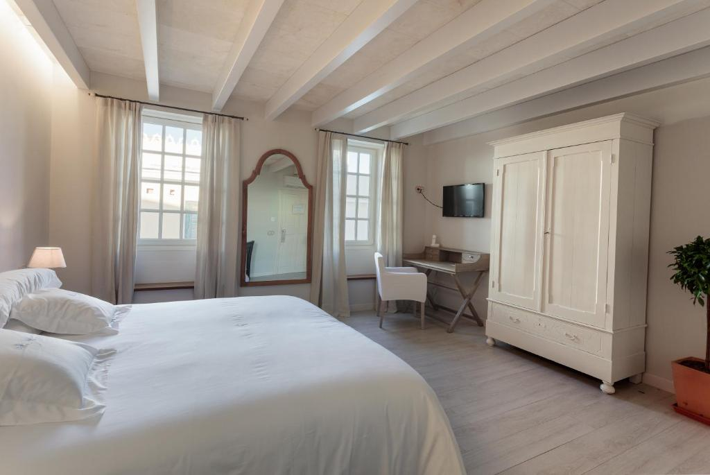 boutique hotels mahon  47