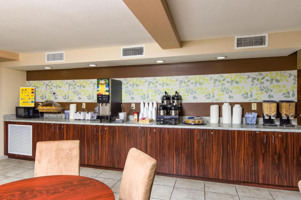 Magnuson Hotel Disney Parks, Kissimmee, FL - Booking.com