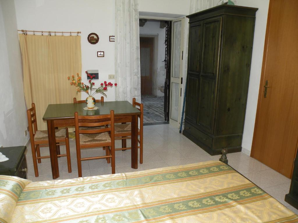 Appartamenti holiday housing lipari centro citt di for Appartamenti lipari