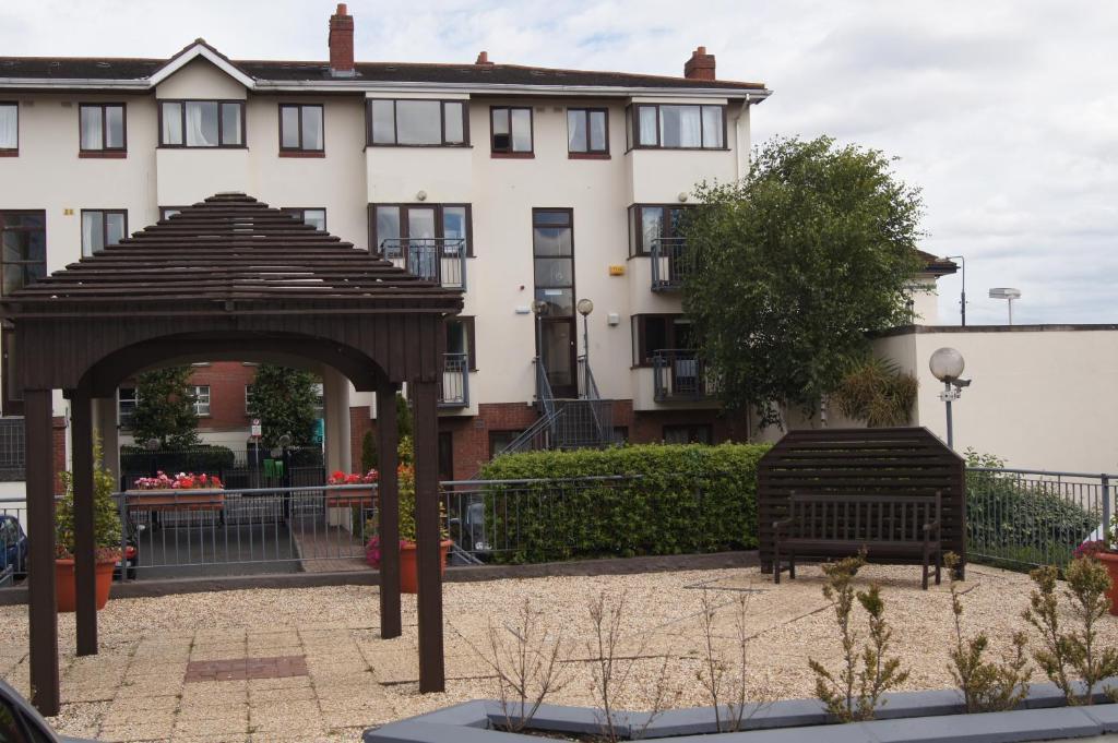 Waterside grand canal apartment dublin ireland for Appart hotel dublin