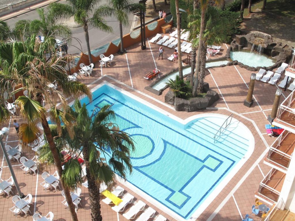 До пляжа можно дойти всего за 2 минуты. Отель находится всего в 50 метрах от пляжа курортного города Мальграт-де-Мар и располагает всем необходимым для нескучного отдыха. Гости могут освежиться в бассейне, отдохнуть на террасе бара или провести время с друзьями в комнате для игр.