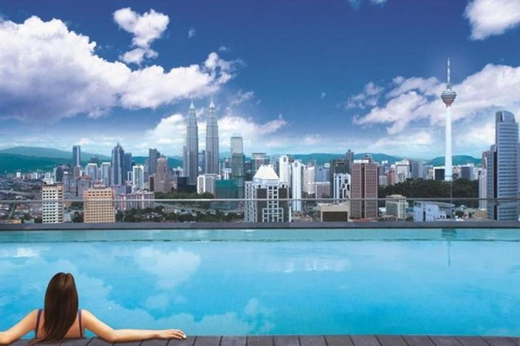 Condo hotel regalia suites kuala lumpur malaysia - Rooftop swimming pool kuala lumpur ...