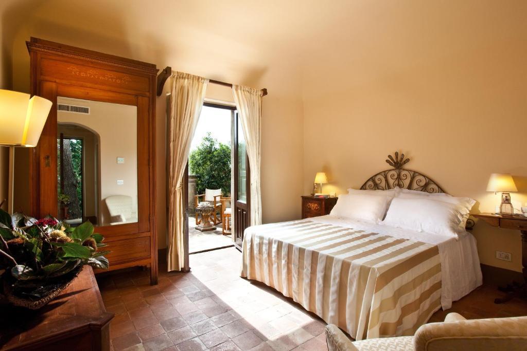 A bed or beds in a room at Casa la Carrubbazza