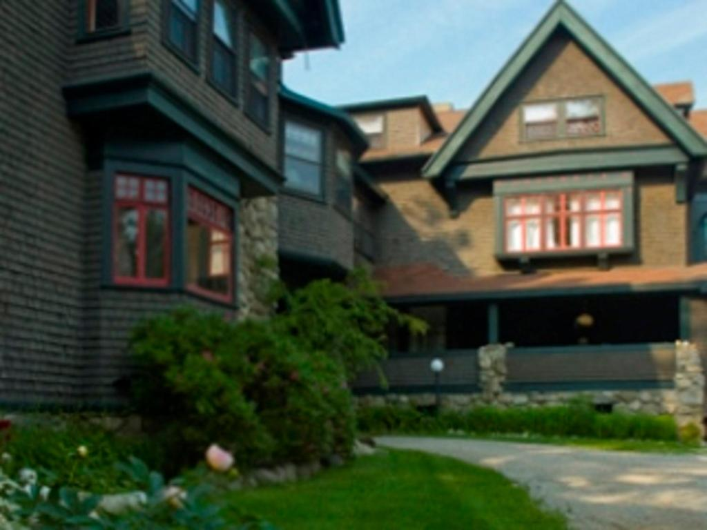 & The Manor Inn Castine ME - Booking.com