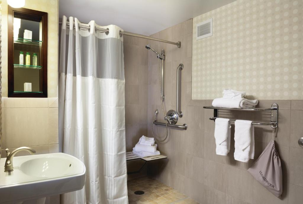 Hotel DoubleTree by Hilton Denver, CO - Booking.com