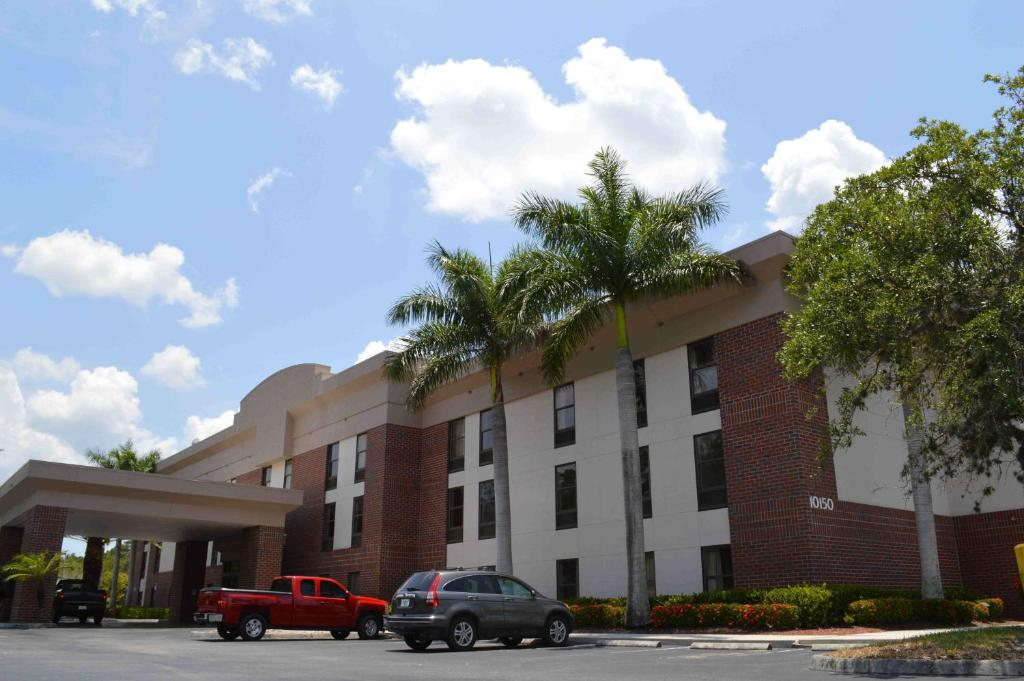 Hotel Grandstay and Suites, Fort Myers, FL - Booking.com
