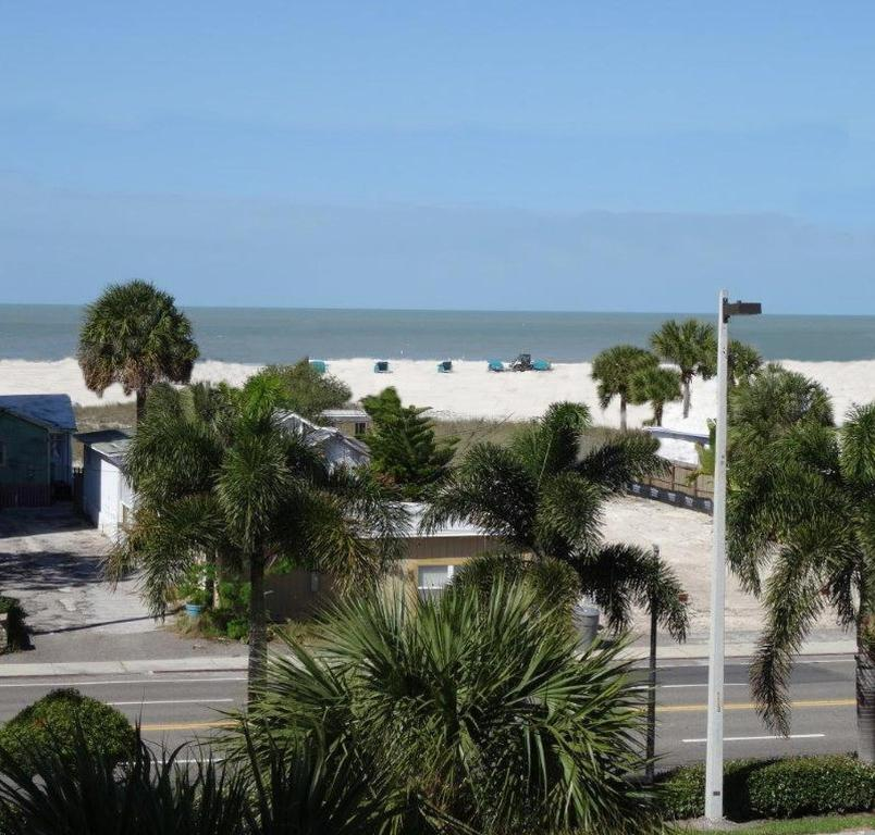 Treasure Island Beach: Apartment He Palms Of Treasure Island, St. Pete Beach, FL