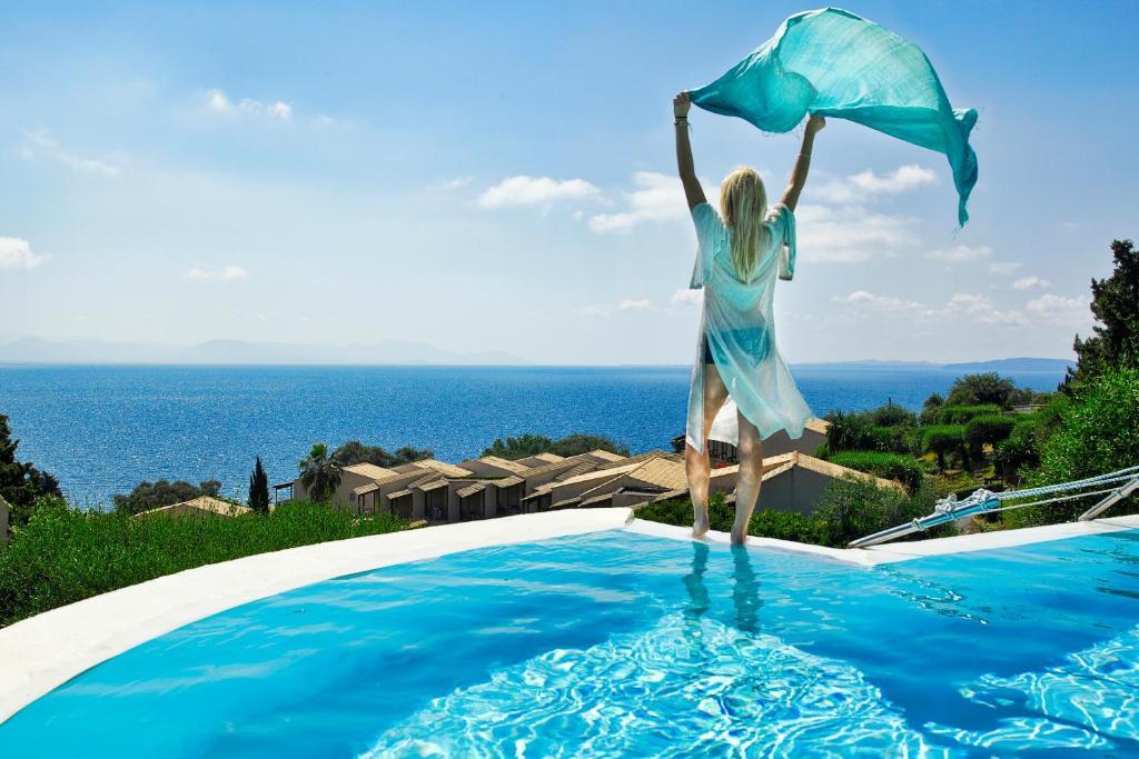 Бассейн в Aeolos Beach Resort или поблизости