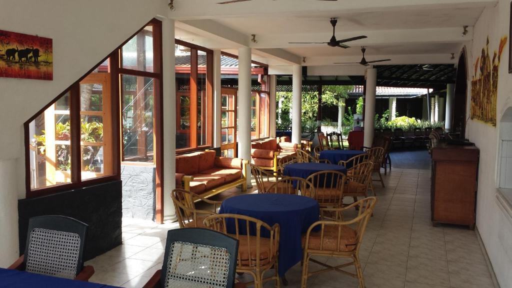 Restauracja lub miejsce do jedzenia w obiekcie Ganga Garden
