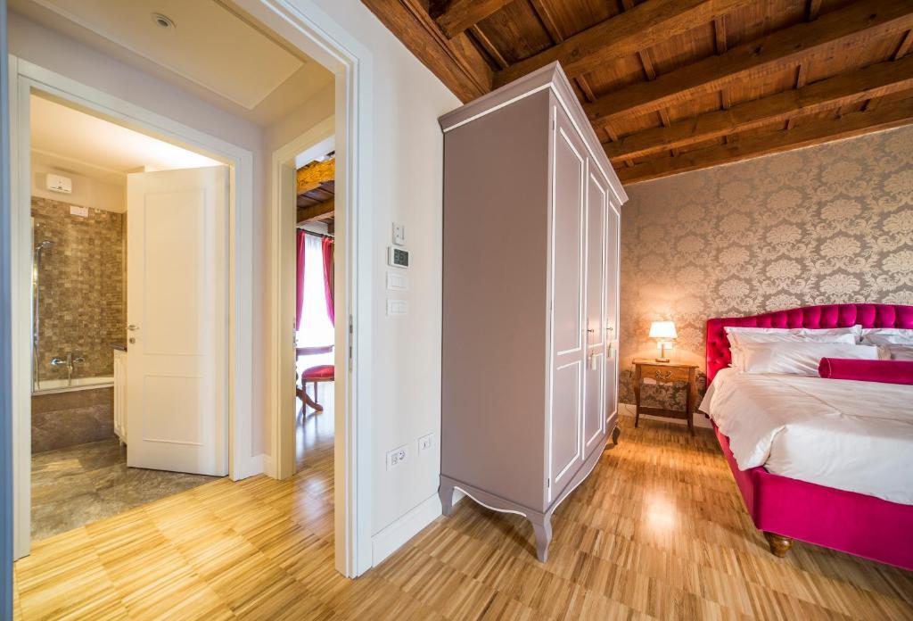 Lady Capulet Apartments