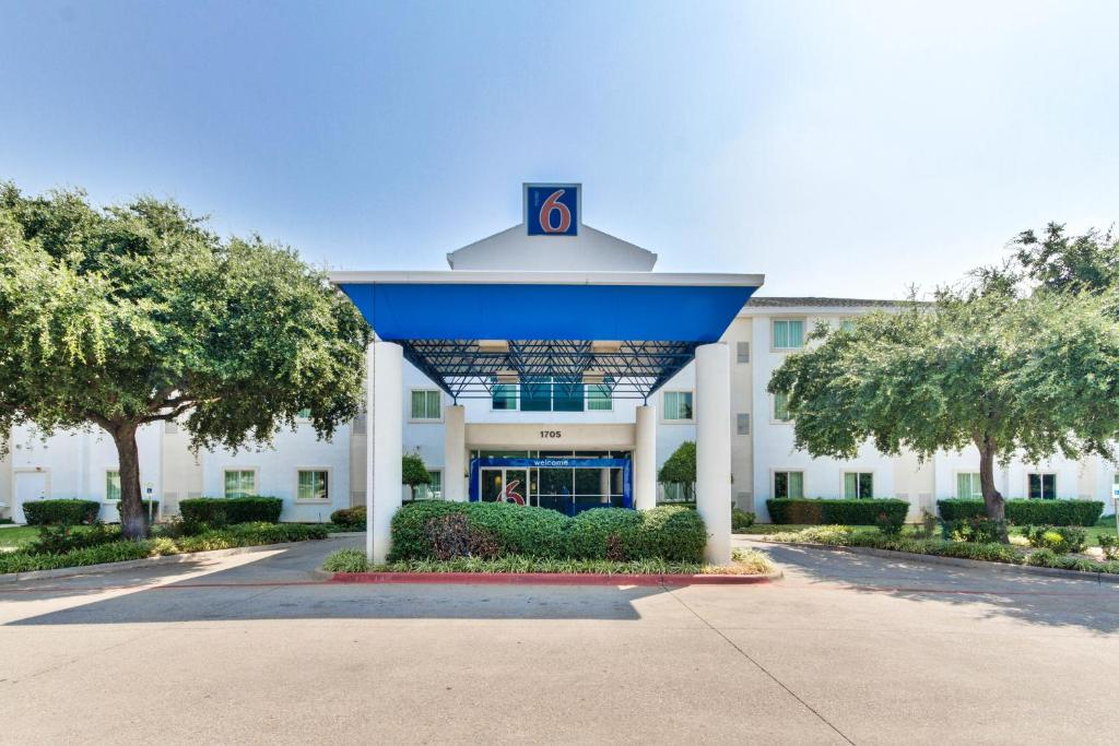 Motel 6 Dallas Lewisville Reserve Now Gallery Image Of This Property