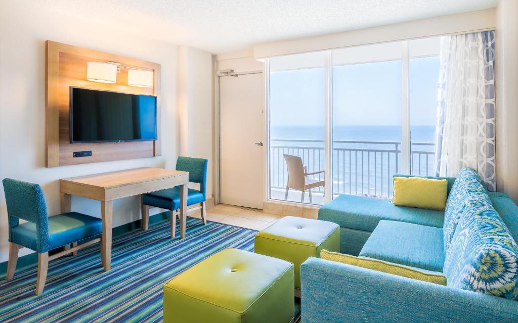 Comfort Suites Beachfront Virginia Beach USA Rooms