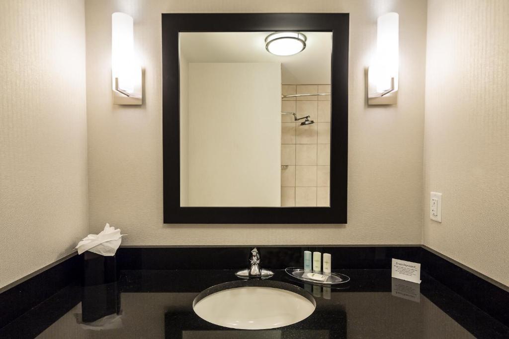 Bathroom Mirrors Virginia Beach hotel comfort suites beachfront, virginia beach, va - booking